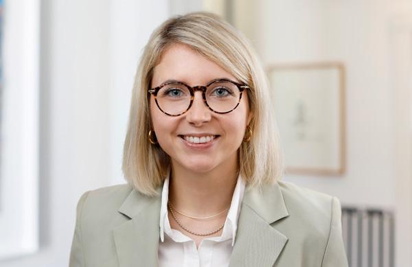 Anneke Theis, Steuerberaterin